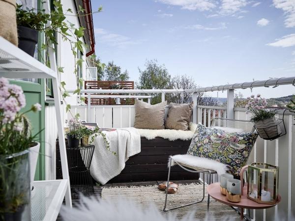 Die passenden Balkonmöbel für jeden Platzbedarf und weitere Tipps shabby skandi chic balkon einrichtung