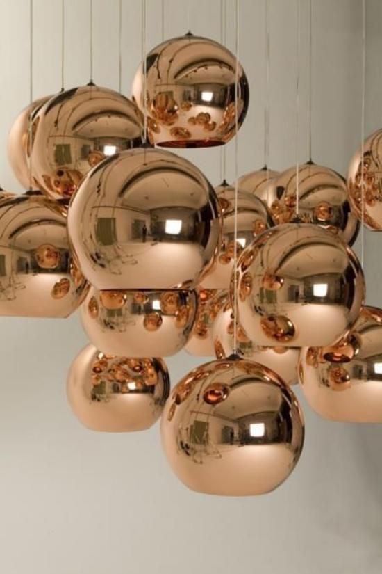 Hängeleuchten goldener Glanz halbsphärische Formen mehr Opulenz im Raum