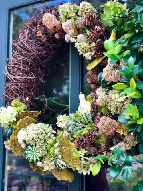 Herbstdeko mit Tannenzapfen kreativ basteln je nach verfügbaren Naturmaterialien