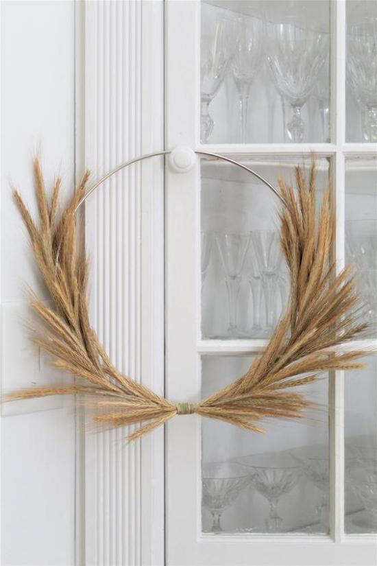 Φθινοπωρινή διακόσμηση με μεταλλικό δαχτυλίδι σιταριού στην μπροστινή πόρτα Στεφάνι απλό στεφάνι ως διακόσμηση πόρτας
