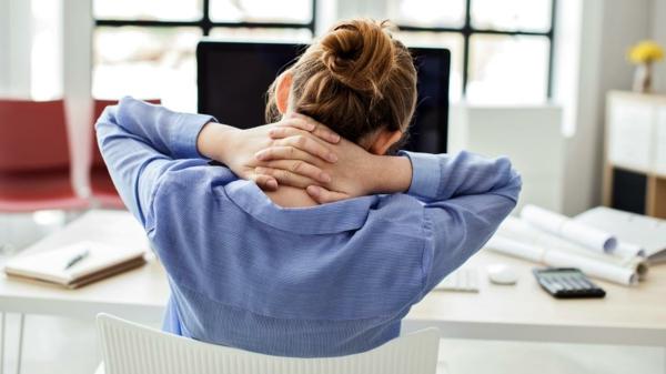 Nackenschmerzen Übungen Arbeitsplatz Nackenschmerzen tun