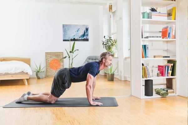 Nackenschmerzen Übungen Rückenyoga zu Hause Nackenschmezen was tun
