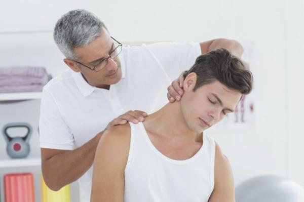 Nackenschmerzen Kopfschmerzen Übungen professionelle Hilfe