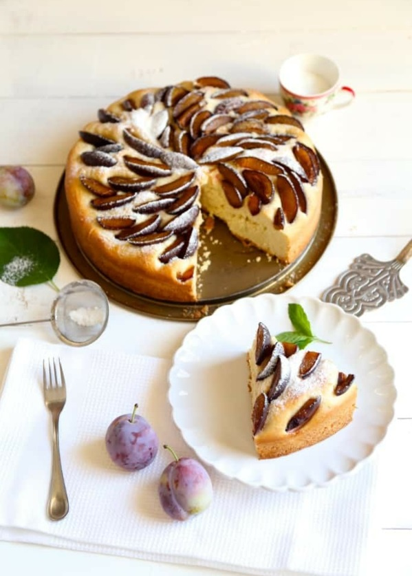 Pflaumenkuchen mit Hefe zubereiten Rezept Pflaumen