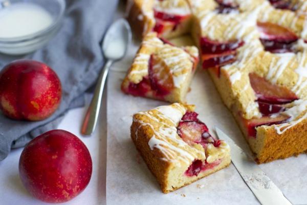 Pflaumenkuchen mit Hefe zubereiten Rezept deutscher Zwetschgenkuchen Rezept