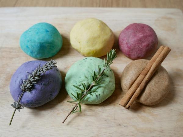 Salzteig machen Salzteig färben Lebensmittelfarbe Salzteig Ideen