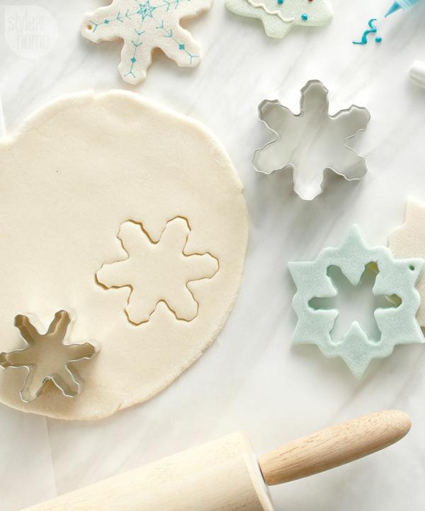 Salzteig machen Sternchen basteln zu Weihnachten Salzteig Ideen Ausstecher
