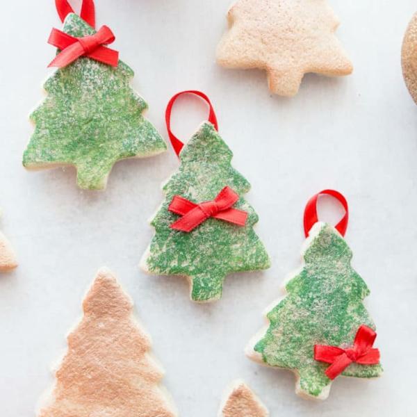 Salzteig machen Weihnachtsbäumchen basteln zu Weihnachten Salzteig Ideen