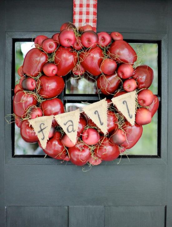 Türkranz mit Äpfeln basteln rote Äpfel Schleife schöne Herbstdeko