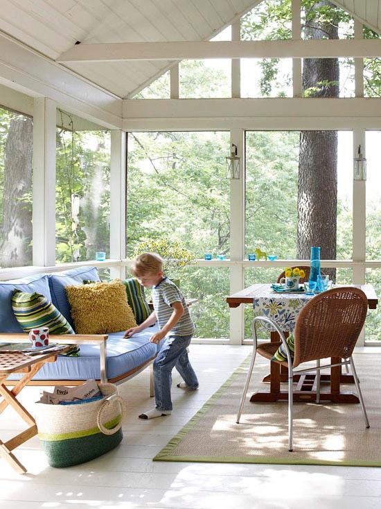 χειμερινός κήπος για αγκαλιά παιδική απλή επίπλωση τραπέζι καναπέ Πολλή καρέκλα ήλιου, ζεστή ατμόσφαιρα