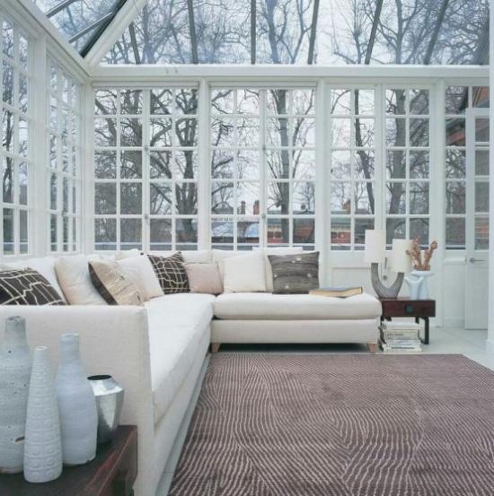 Χειμερινός κήπος για να αγκαλιάσετε τα μεγάλα δωμάτια κομψά έπιπλα ανοιχτόχρωμα χρώματα