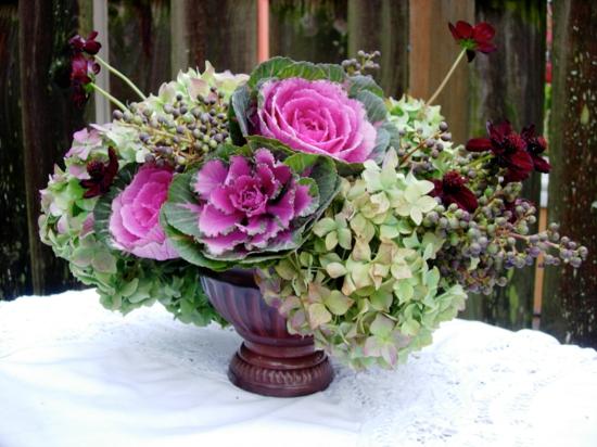 blumige tischdeko herbst zierkohl hortensien