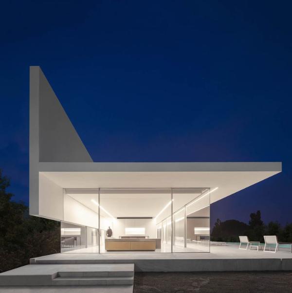 ein gebäude mit toller beleuchtung moderne architektur