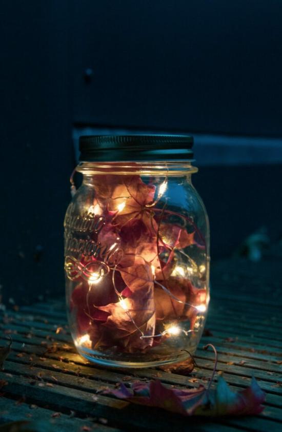 herbstdeko im glas herbstblätter lichterkette