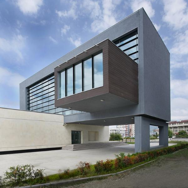 moderne architektur ein gebäude mit einem tollen durchgang