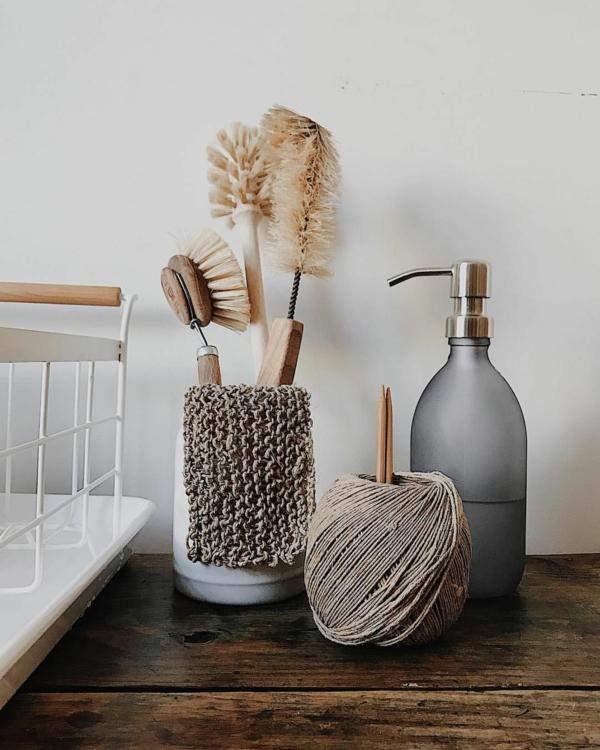 plastikfreie Küche nachhaltige Küchenutensilien Geshirr spülen