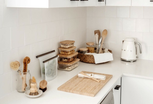 plastikfreie Küche nachhaltiges Küchendesign Küchenutensilien Holz