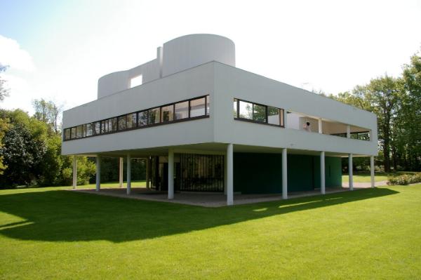 riesiges quadratisches gebäude moderne architektur