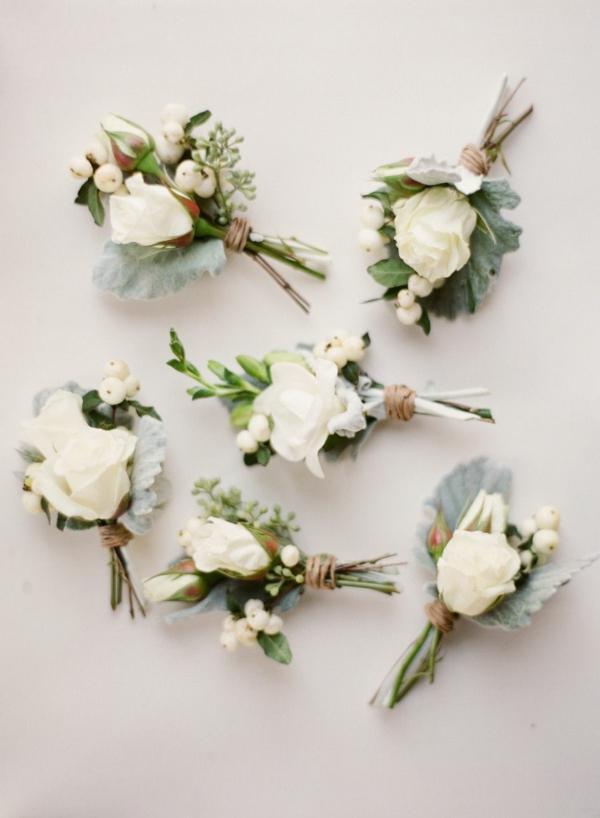 weisse rosen schneebeere hochzeitsanstecker hochzeit herbst winter