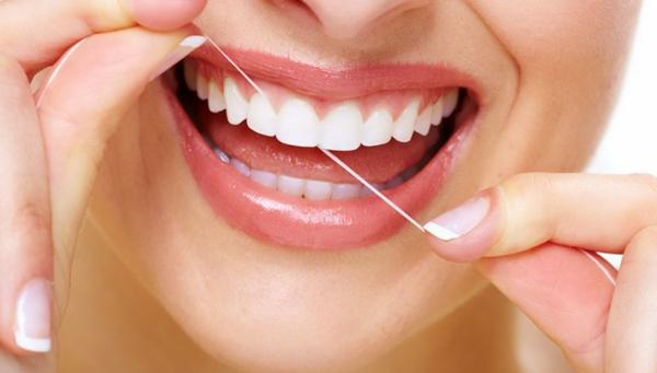zahnprophylaxe zähne putzen zahnseide