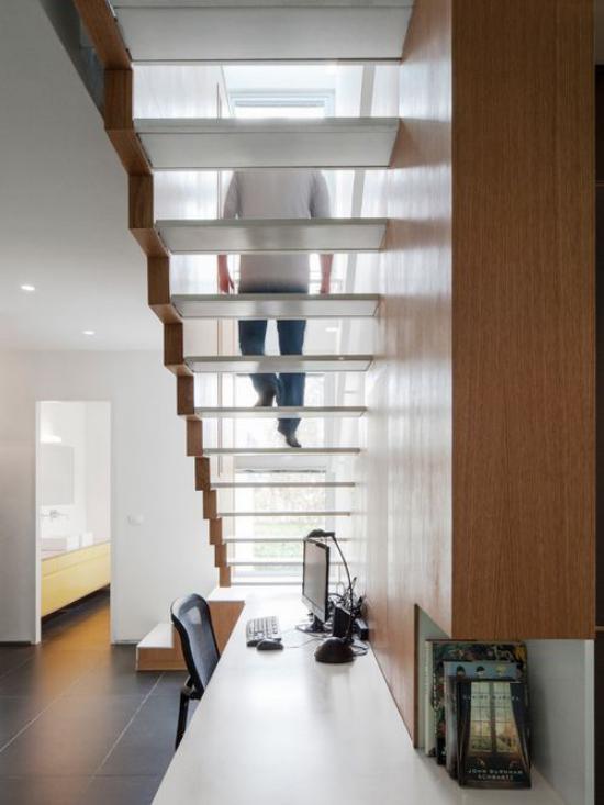 Arbeitsecke unter der Treppe kleines office modern und praktisch gestaltet hervorragende Idee