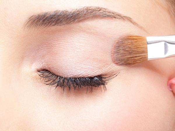 Augen größer schminken Tipps Lidschatten auftragen