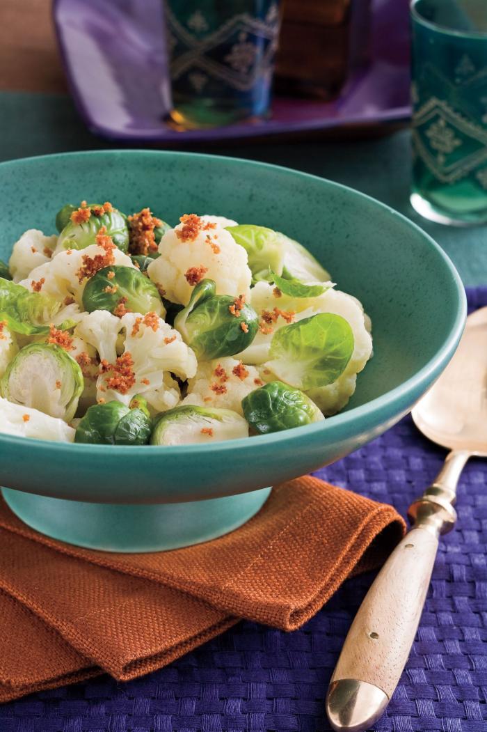 Blumenkohl gesund gesunde Ernährung frischer Salat mit Brokkoli