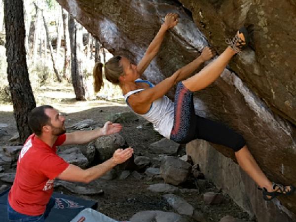 Bouldern Klettern Absprunghöhe Kletterwand Schwierigkeitsgrad