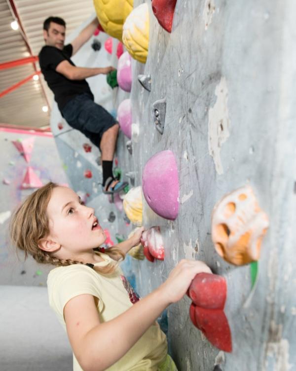 Bouldern Klettern Kletterwand Kind Schwierigkeitsgrad