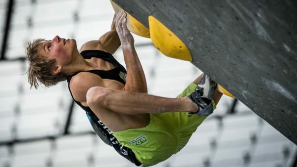 Bouldern Klettern Kletterwand Sporthalle