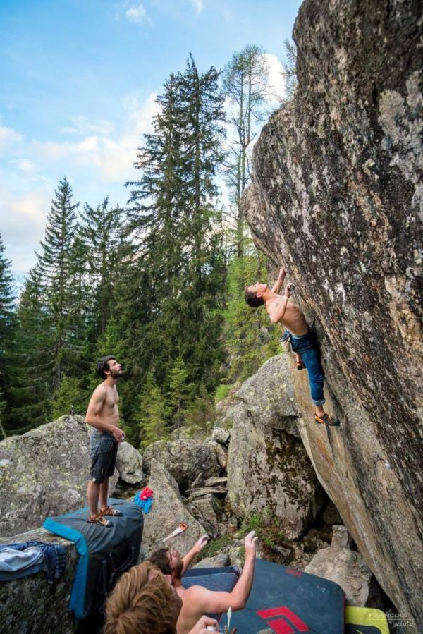 Bouldern Klettern im Freien Kletterwand Schwierigkeitsgrad