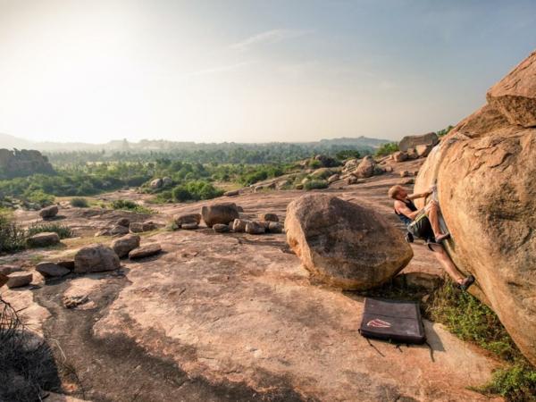 Bouldern Klettern im Freien Schwierigkeitsgrad