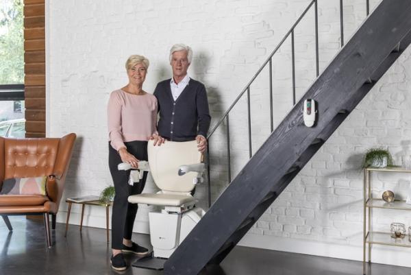 Der Treppenlift – wichtige Vor- und Nachteile, die Sie vor dem Kauf kennen sollten stuhl für hohe treppen senioren