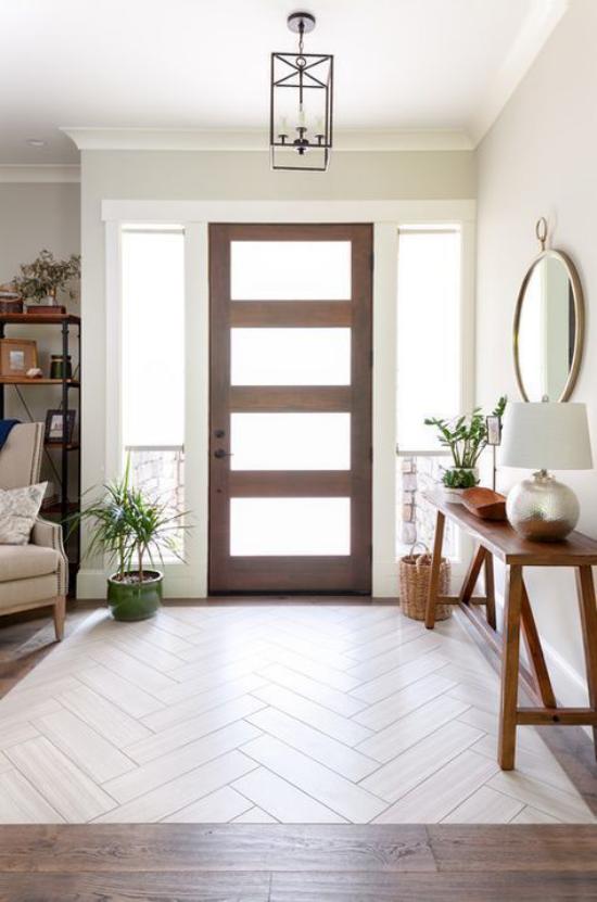 Eingangsbereich als Teil vom Wohnzimmer Eingangstür helle Gestaltung sehr ansprechend einladend