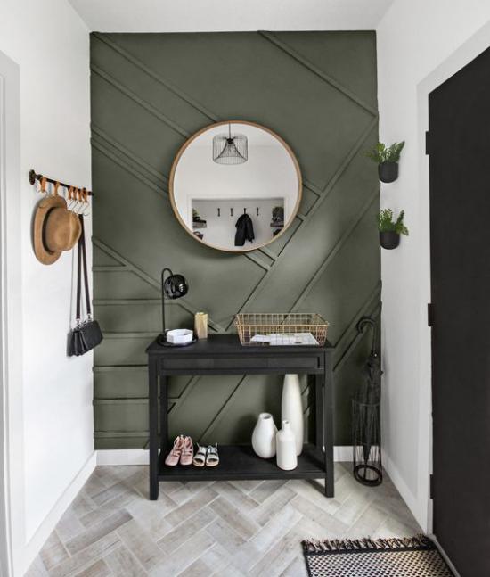 Eingangsbereich modern gestalten helle Wände grauer Boden olivgrüne Akzentwand dramatisch aussehen