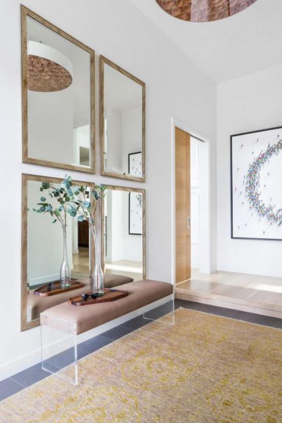 Eingangsbereich modern gestalten vier rechteckige Spiegel ganze Spiegelwand Weite im Raum