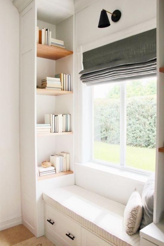 Eingebaute Bücherregale Fensterbank Bücherregal auf kleiner Fläche am Fenster
