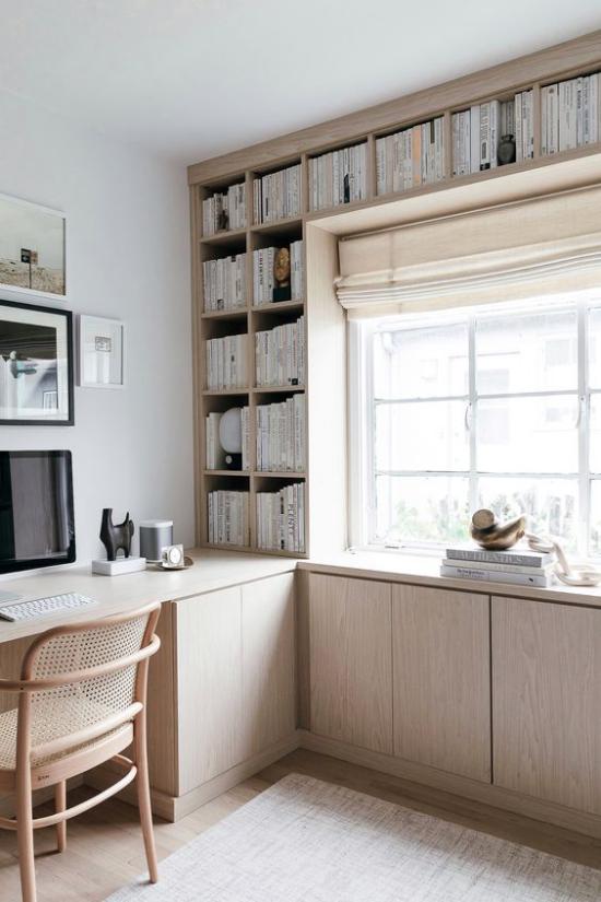 Eingebaute Bücherregale Heimbüro am Fenster die Fläche nutzen überraschende Funktionalität
