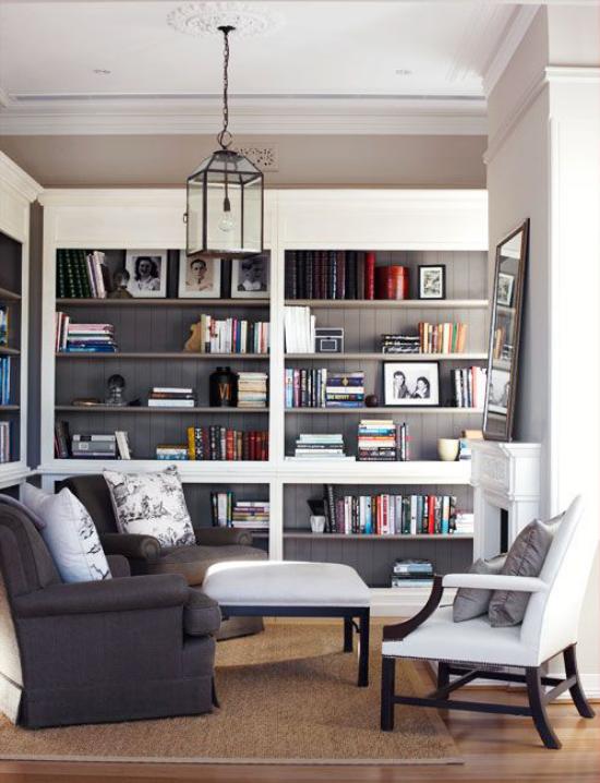 Eingebaute Bücherregale Hellgrau und Graphit in Kombination Zimmer mit Stil und Charakter