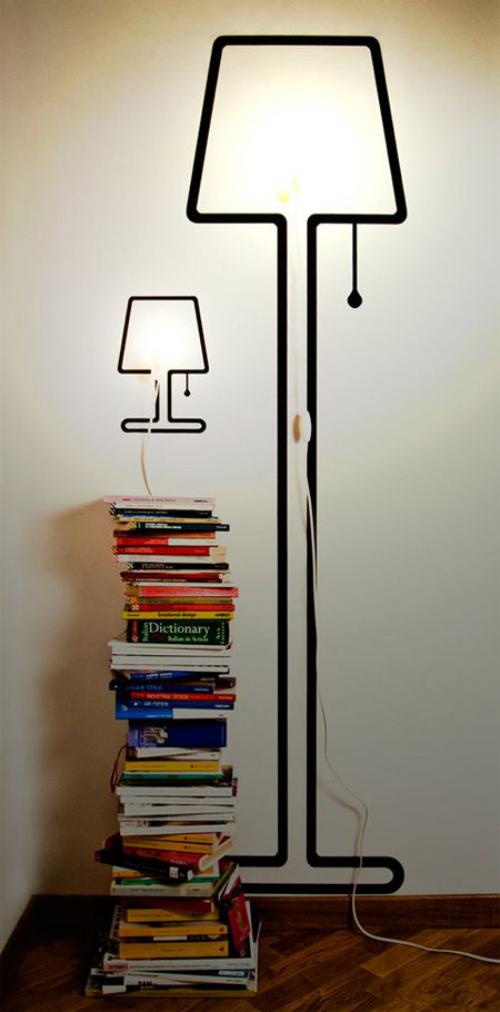 Extravagante Wandleuchten eingebaute Lichter schwarze Lampenrahmen gestapelte Bücher