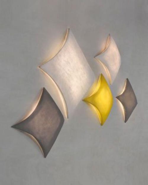 Extravagante Wandleuchten fünf Wandlampen geometrische Form viereckig in verschiedenen Farbnuancen