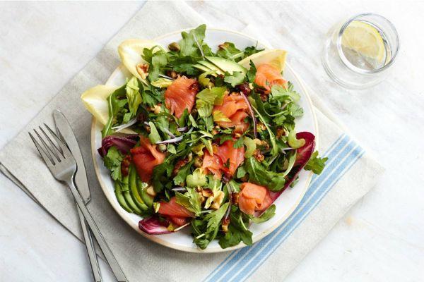Πιάτο ψαριού με φρέσκια σαλάτα Διατροφή Sirtfood