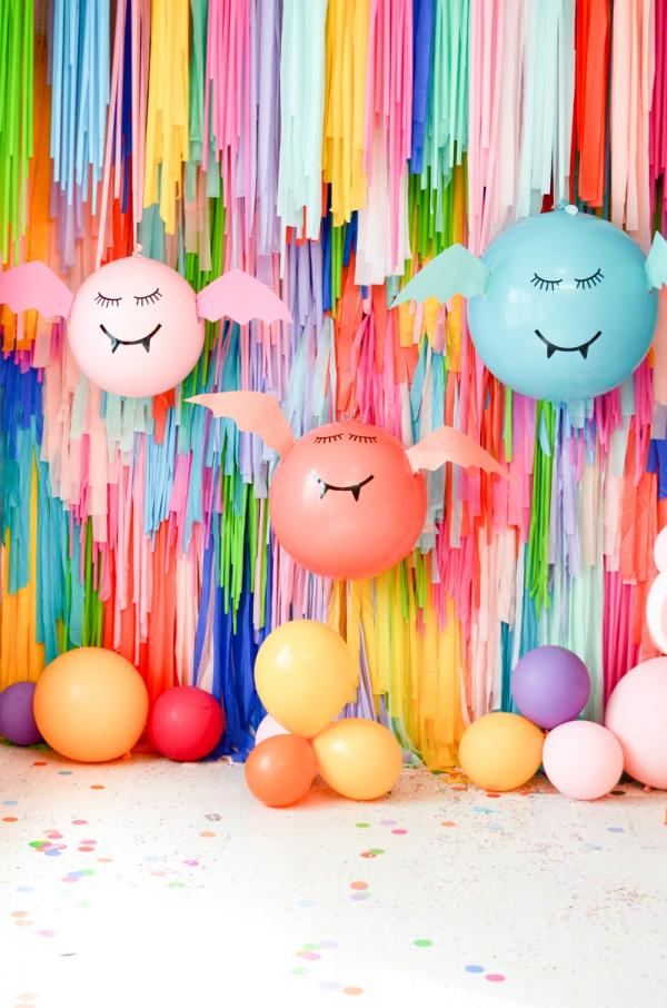 Fledermaus basteln mit Kindern zu Halloween – 50 bezaubernde Ideen und Anleitungen bunte ballons fledermäuse party deko