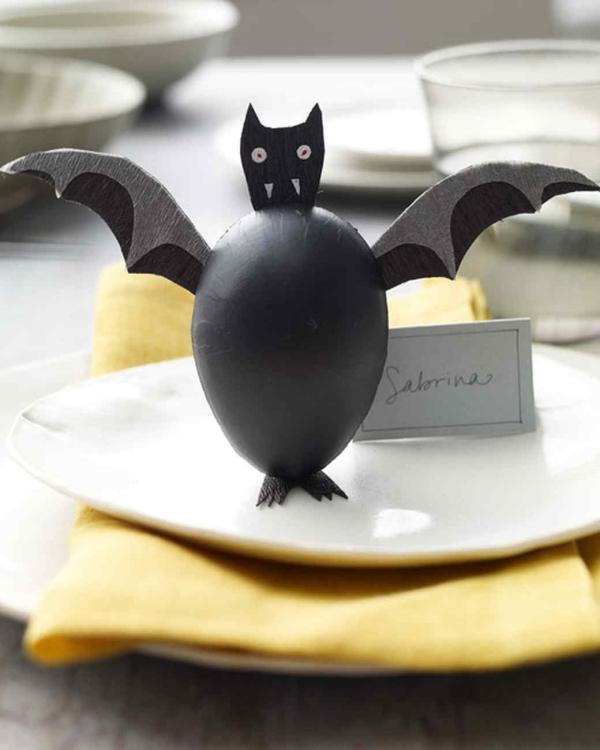 Fledermaus basteln mit Kindern zu Halloween – 50 bezaubernde Ideen und Anleitungen ei plastik fledermaus tischdeko
