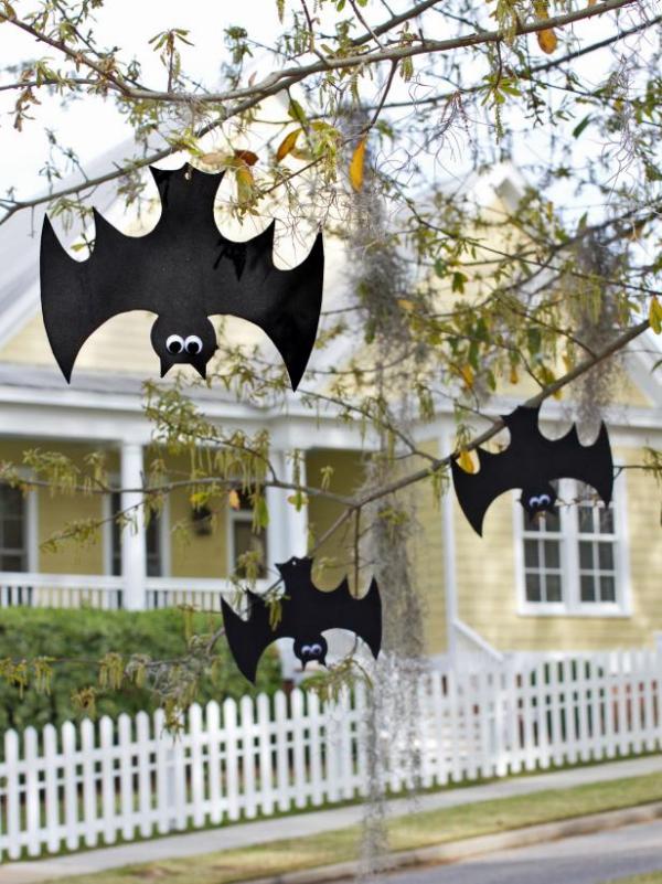 Fledermaus basteln mit Kindern zu Halloween – 50 bezaubernde Ideen und Anleitungen fledermäuse garten deko zweige