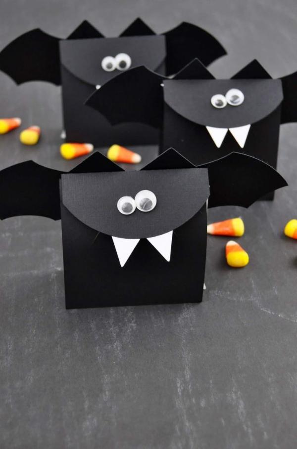 Fledermaus basteln mit Kindern zu Halloween – 50 bezaubernde Ideen und Anleitungen geschenk tüte fledermaus lustig