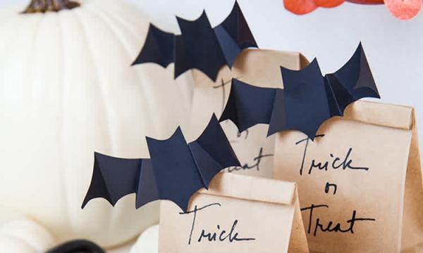 Fledermaus basteln mit Kindern zu Halloween – 50 bezaubernde Ideen und Anleitungen geschenk tüten papiertüten deko