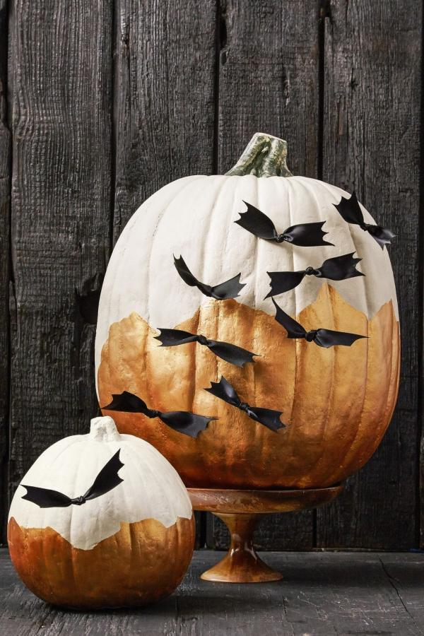 Fledermaus basteln mit Kindern zu Halloween – 50 bezaubernde Ideen und Anleitungen kürbis deko schleifen gold farbe
