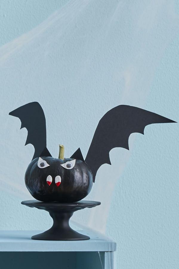 Fledermaus basteln mit Kindern zu Halloween – 50 bezaubernde Ideen und Anleitungen kürbis fledermaus vampir