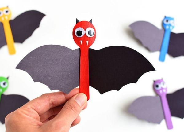Fledermaus basteln mit Kindern zu Halloween – 50 bezaubernde Ideen und Anleitungen löffel deko kinder spielzeug